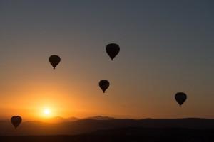 hot-air-ballooning-436442_640